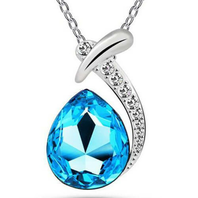 Necklace with blue diamonds
